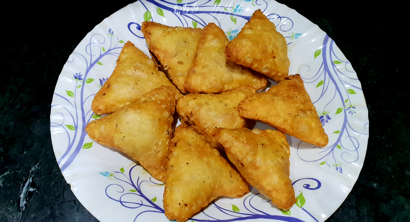 One bite chicken and cheese samosas