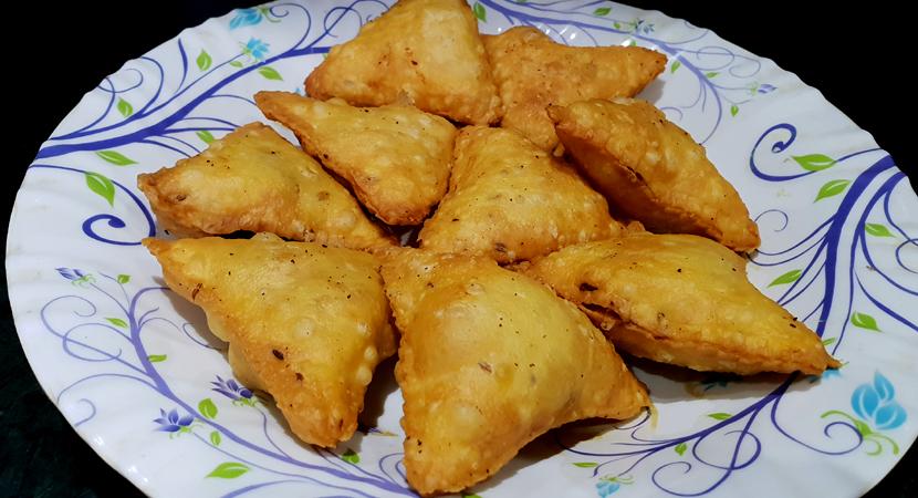 One bite chicken and cheese samosas